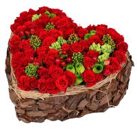 Order an exclusive heartof roses with delivery